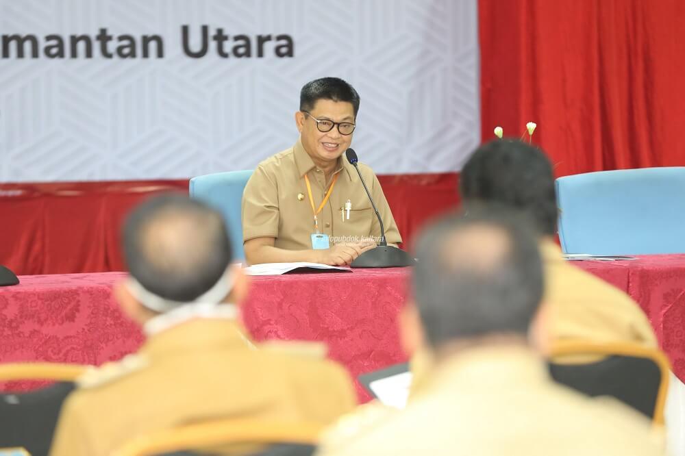 Gubernur Kaltara, Dr H Irianto Lambrie dalam rapat terbatas bersama sejumlah kepala OPD Pemprov Kaltara, Selasa (28/4).